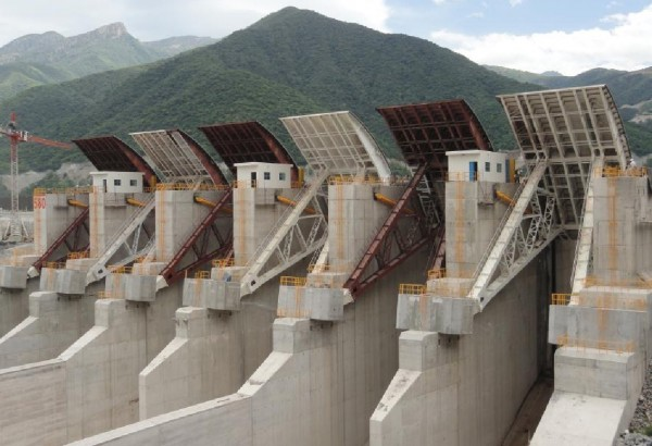 Radial gates at spillway of La Yesca HPP in Mexico